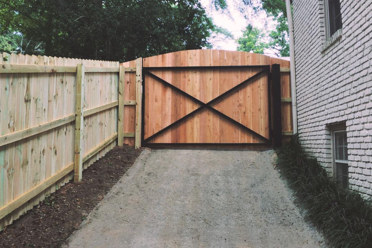 cedar drive gate, scalloped