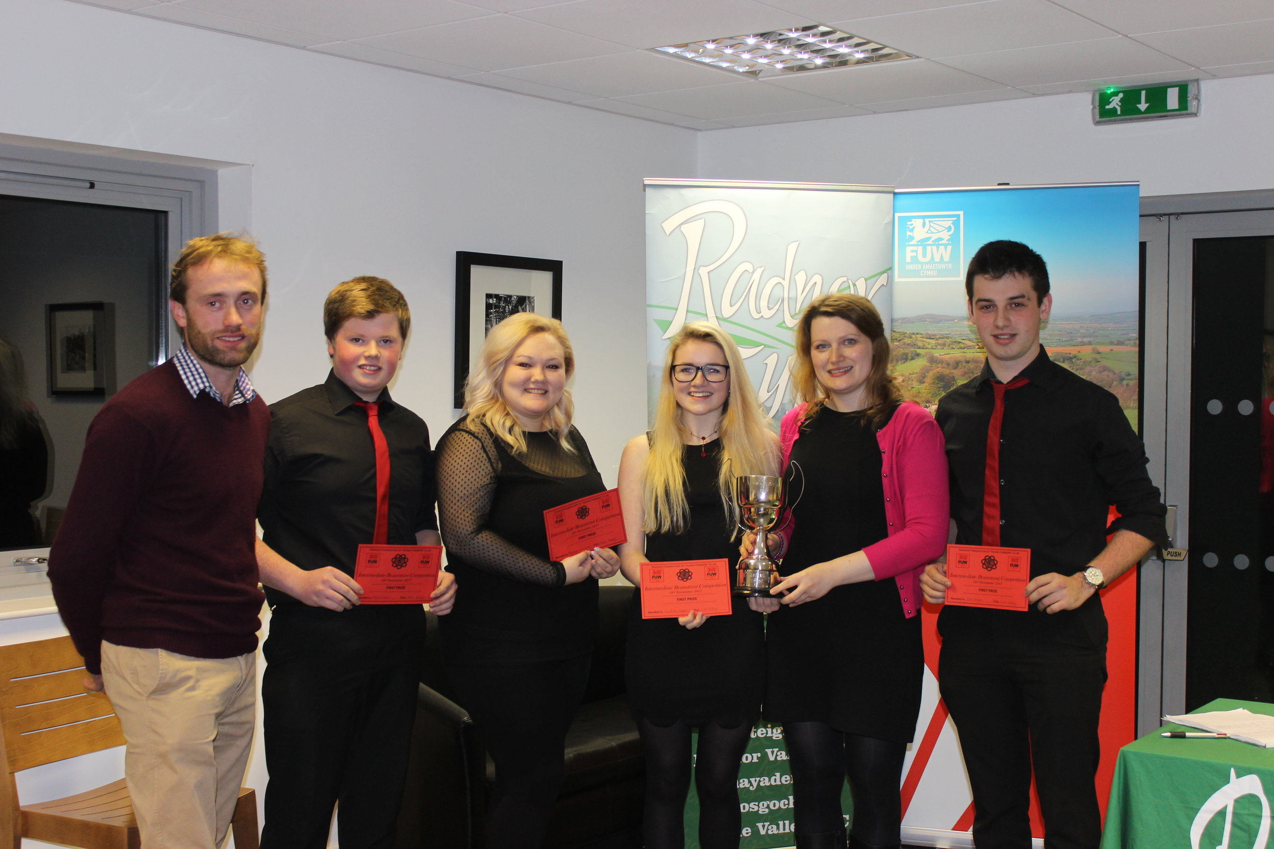 Mark Nixon, Rebecca Williams, Eli Hulin Taylor and Will Davies, Edw Valley YFC  with Judges Sarah Vaughan and Gareth Davies winning the Intermediate Brainstrust