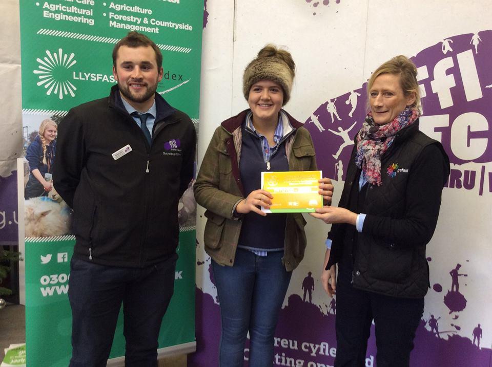 Gemma Price, Llanbadarn Fynydd YFC - 3rd place Under 18 Butchers Lamb Stockjudging