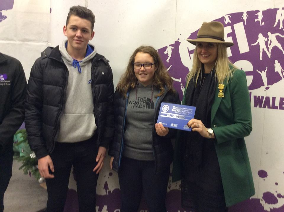 Josh Deakins & Tilly Neary, Teme Valley YFC - 2nd place Decorate A Christmas Tree