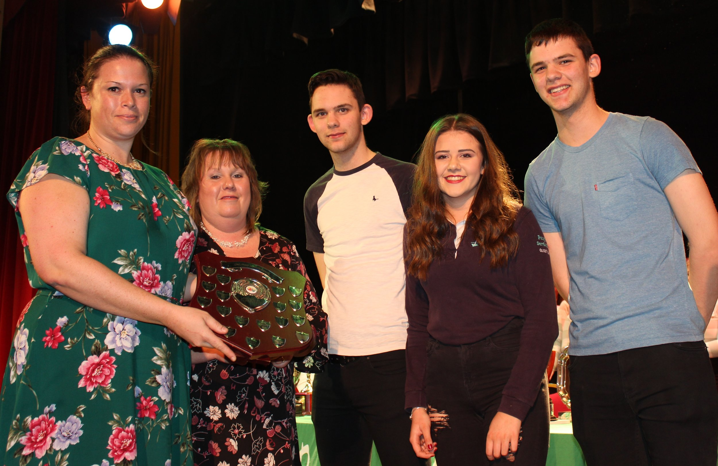 Dan Powell, James Powell, Lauren Bradford, Penybont YFC with Judges Katie Davies & Shelly Davies - Barclays Bank Shield for Overall Winners of the One Plus Competition.