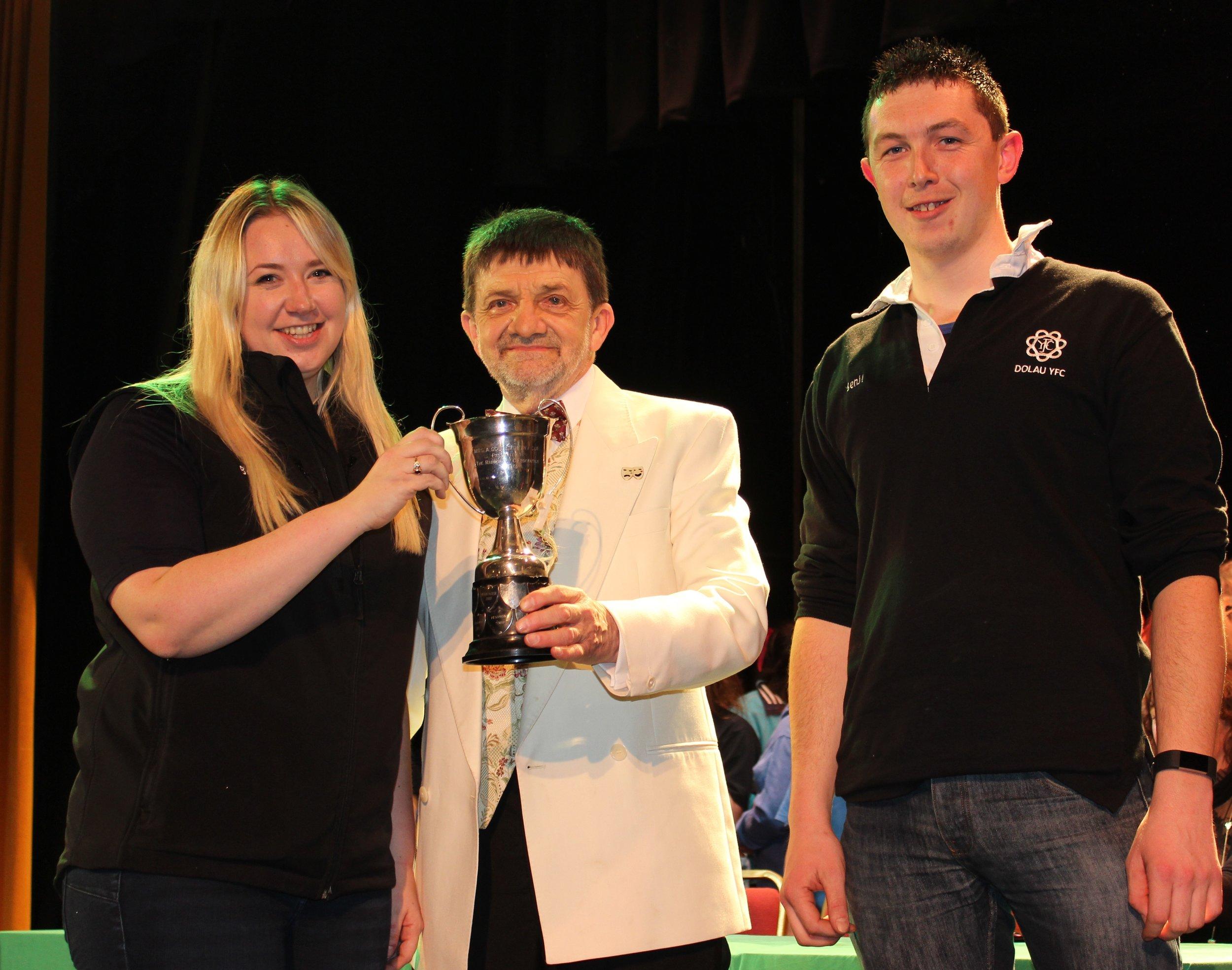 Gemma Bufton & Ben Hardwick, Dolau YFC with Entertainment Adjudicator Mr Ian Sarginson - Anna Goldsworthy Cup for 2nd Place.