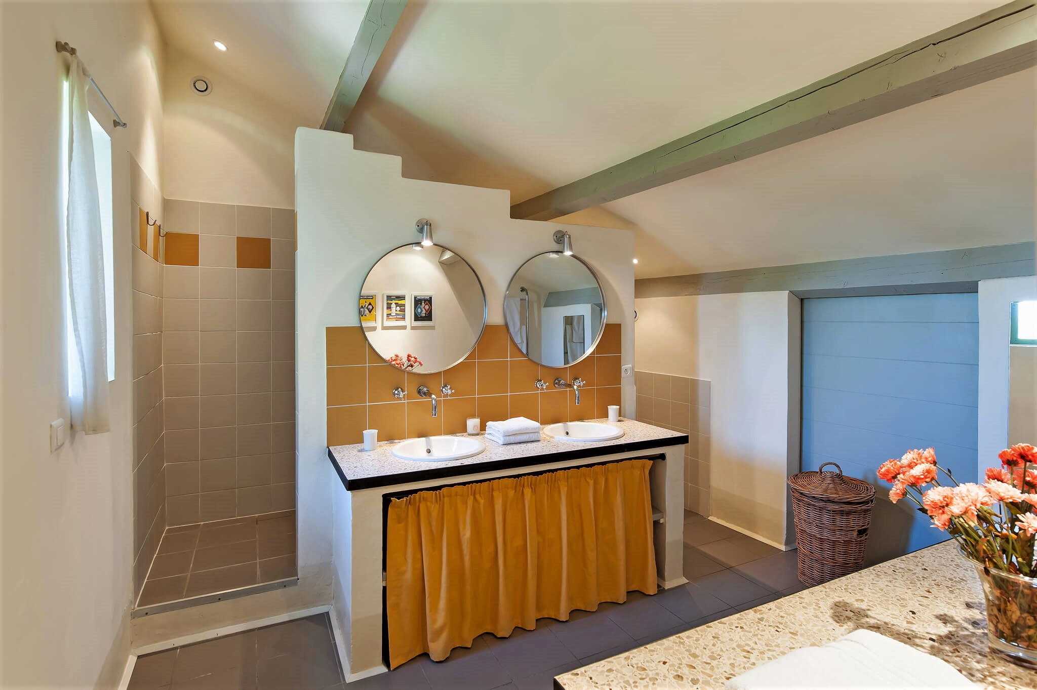 cai3-17jh-33-bathroom1.jpg