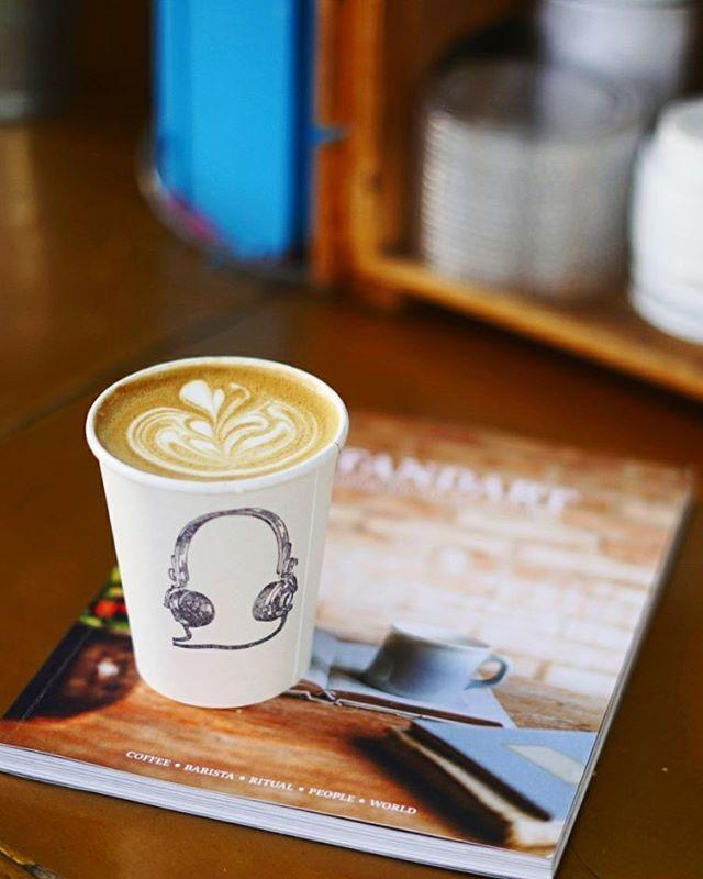 Life imitates (Stand)art. #coffeeandmagazines