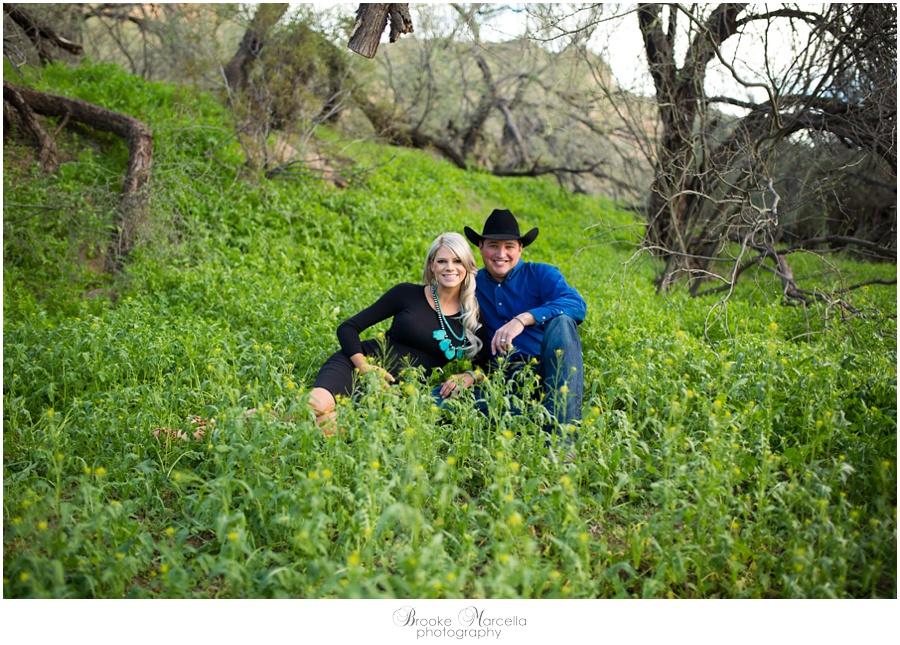 GreenGrassMaternityPhotography1.jpg