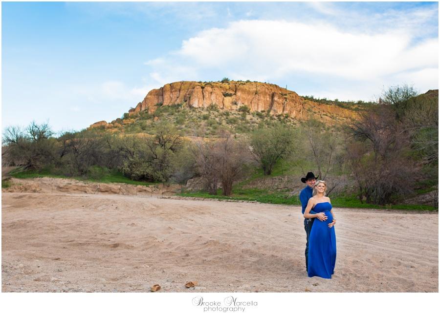 MaternityPhotographyCowboyCountry1.jpg