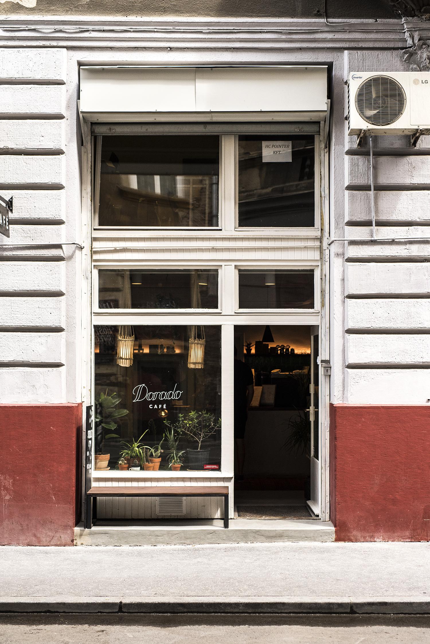 On The Road With BMW, i3, Budapest, Dorado Café
