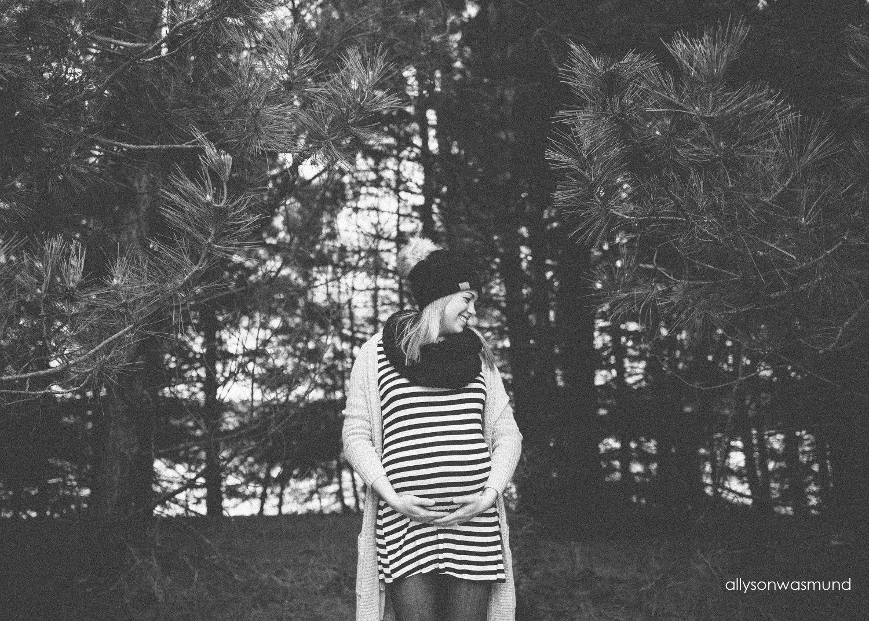 st-paul-maternity-photographer-winter-outdoor-maternity-session_1110.jpg