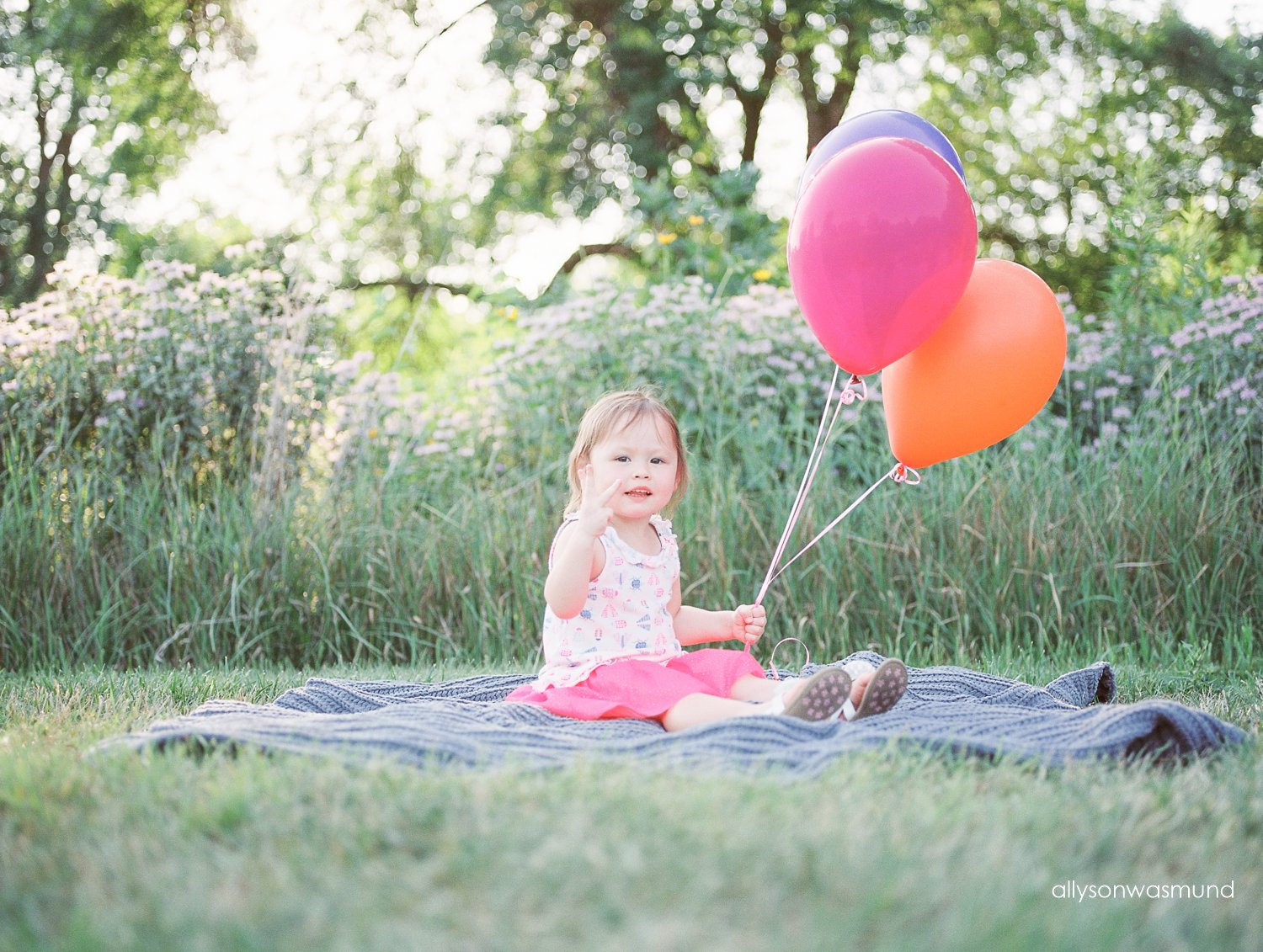 Miss Penelope turned 3 so we celebrated with an outdoor child milestone session in Shakopee Minnesota.