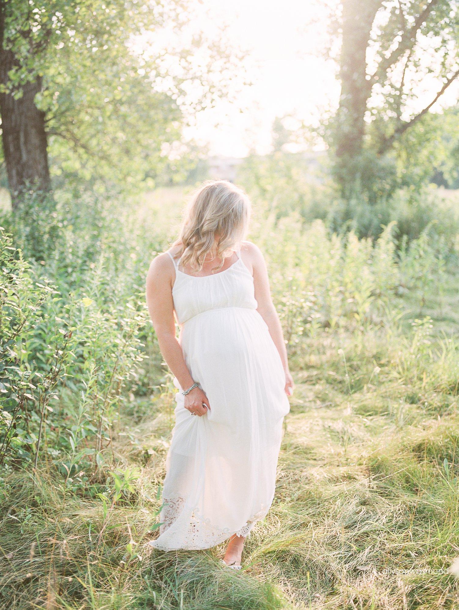 lakeville-mn-outdoor-maternity-photographer_0103.jpg