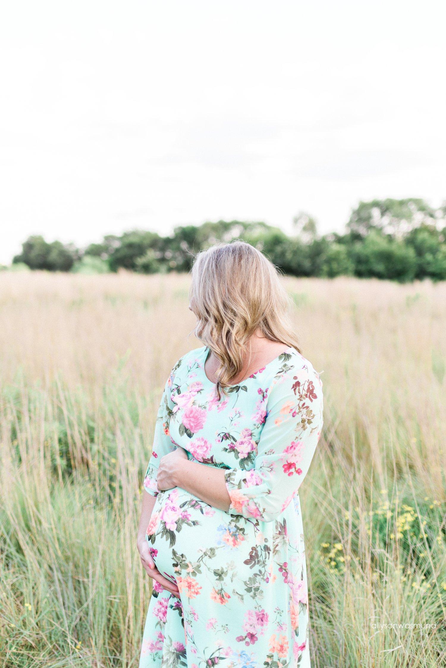 lakeville-mn-outdoor-maternity-photographer_0109.jpg