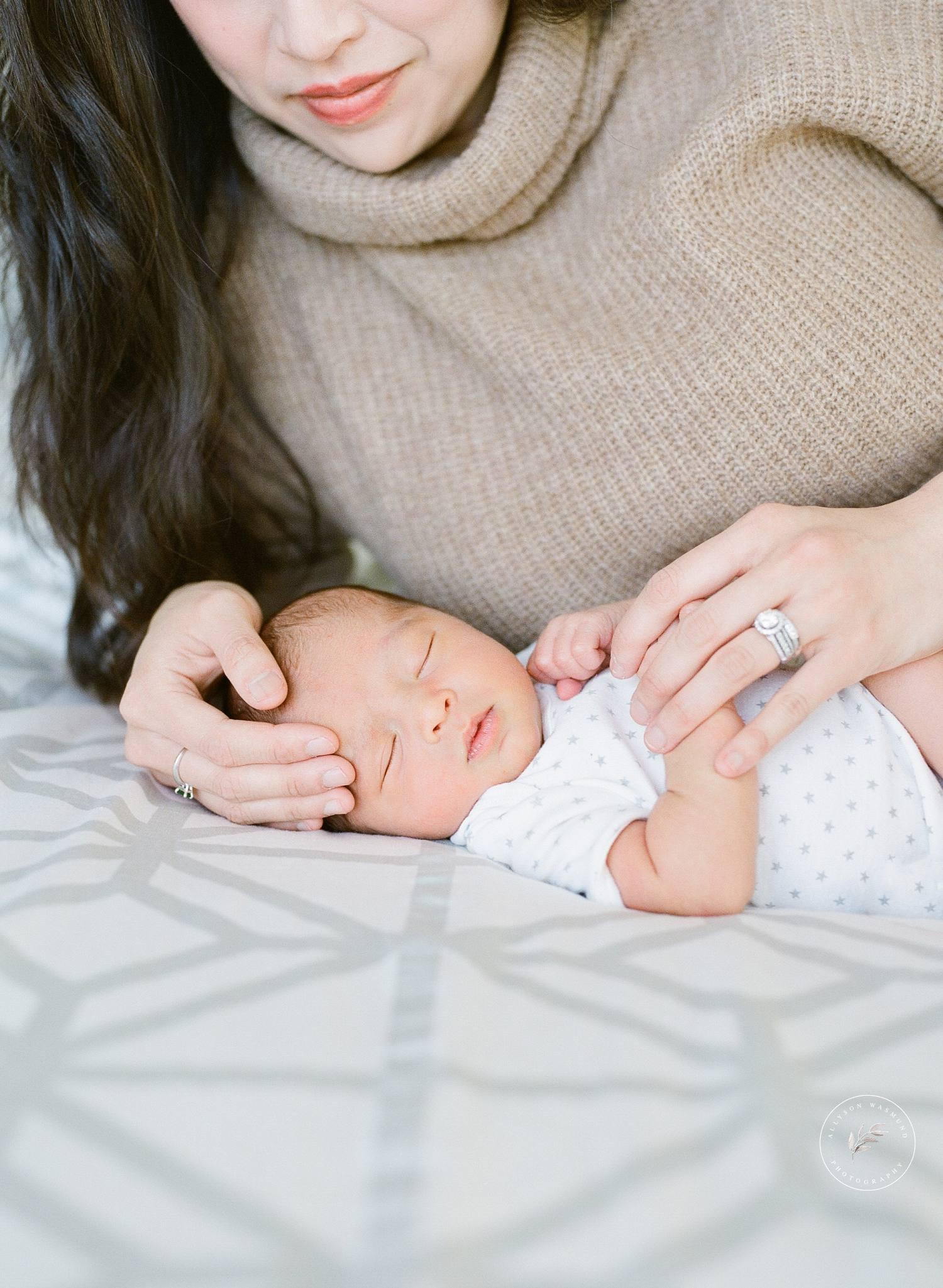 st-paul-mn-in-home-newborn-photographer-preston_0010.jpg