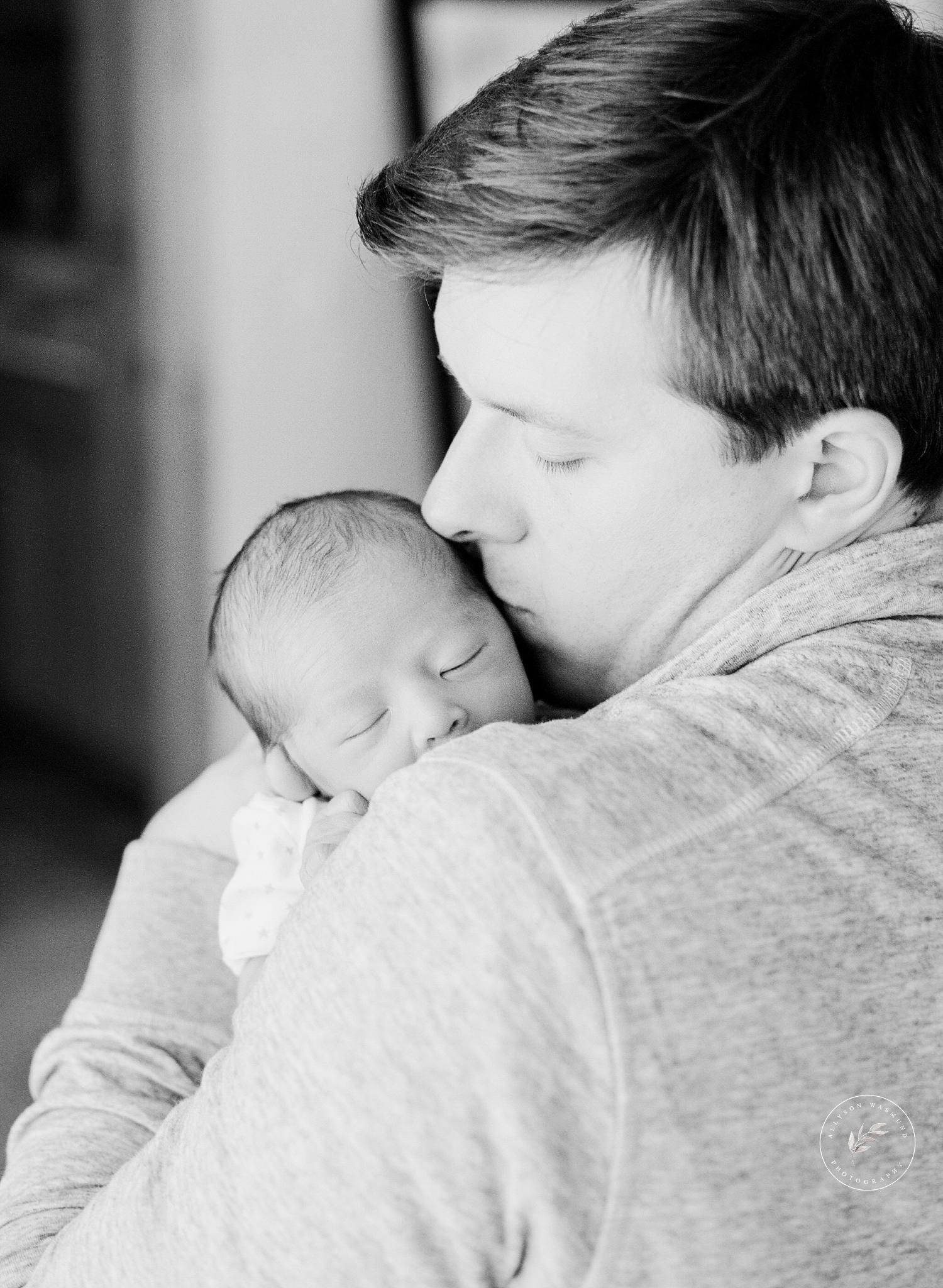 st-paul-mn-in-home-newborn-photographer-preston_0014.jpg