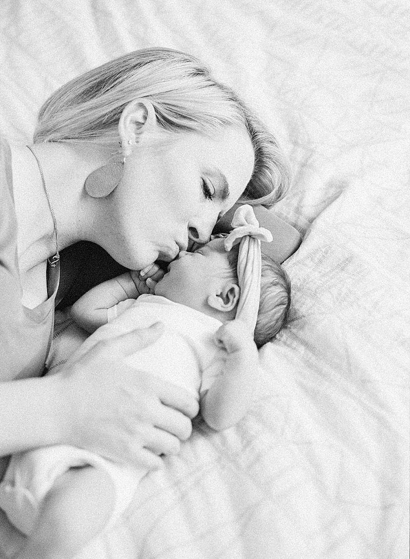 minneapolis-mn-at-home-newborn-session_0038.jpg