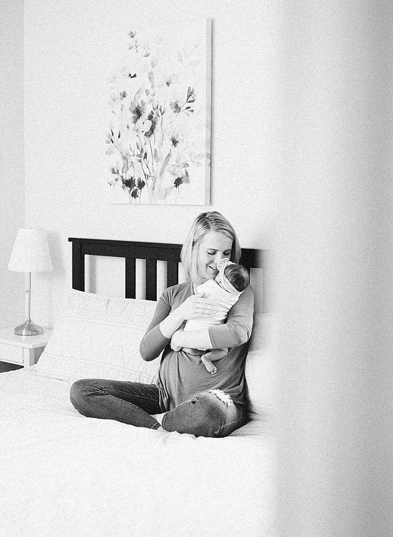 minneapolis-mn-at-home-newborn-session_0036.jpg