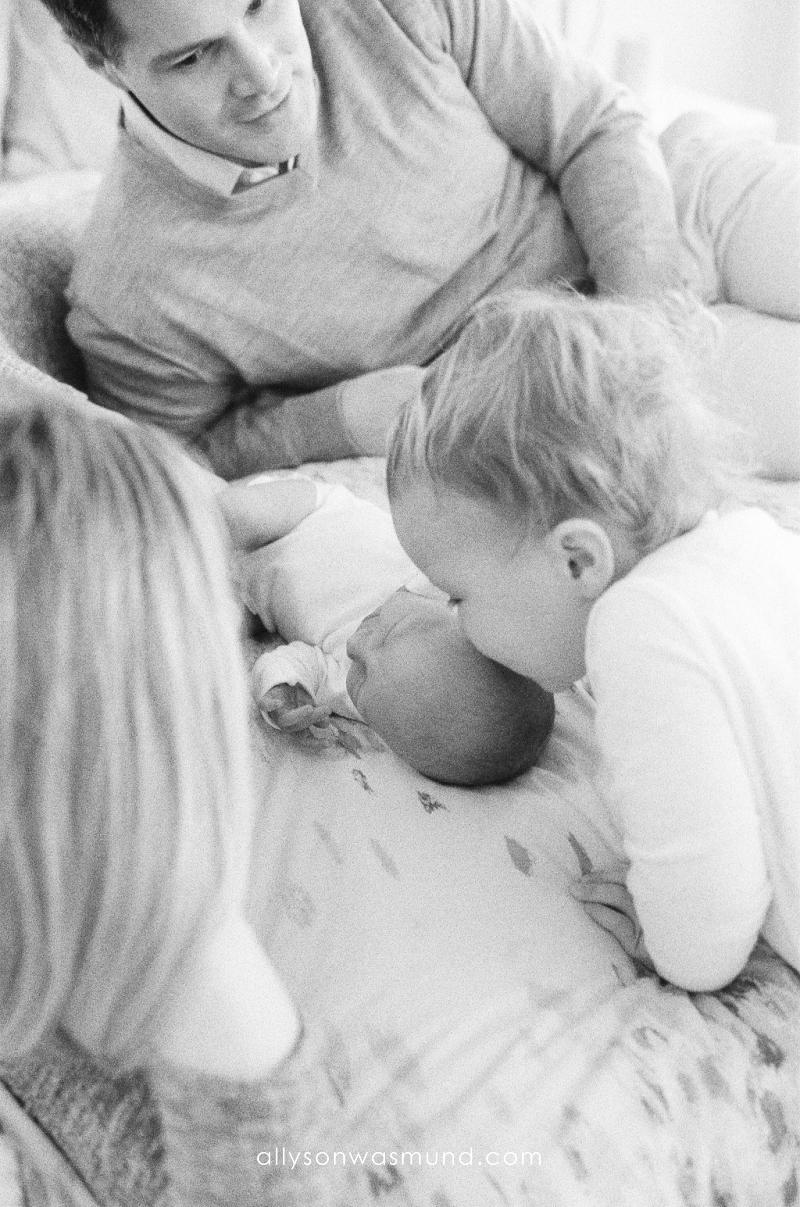 st-paul-mn-lifestyle-newborn-film-photographer_0005.jpg