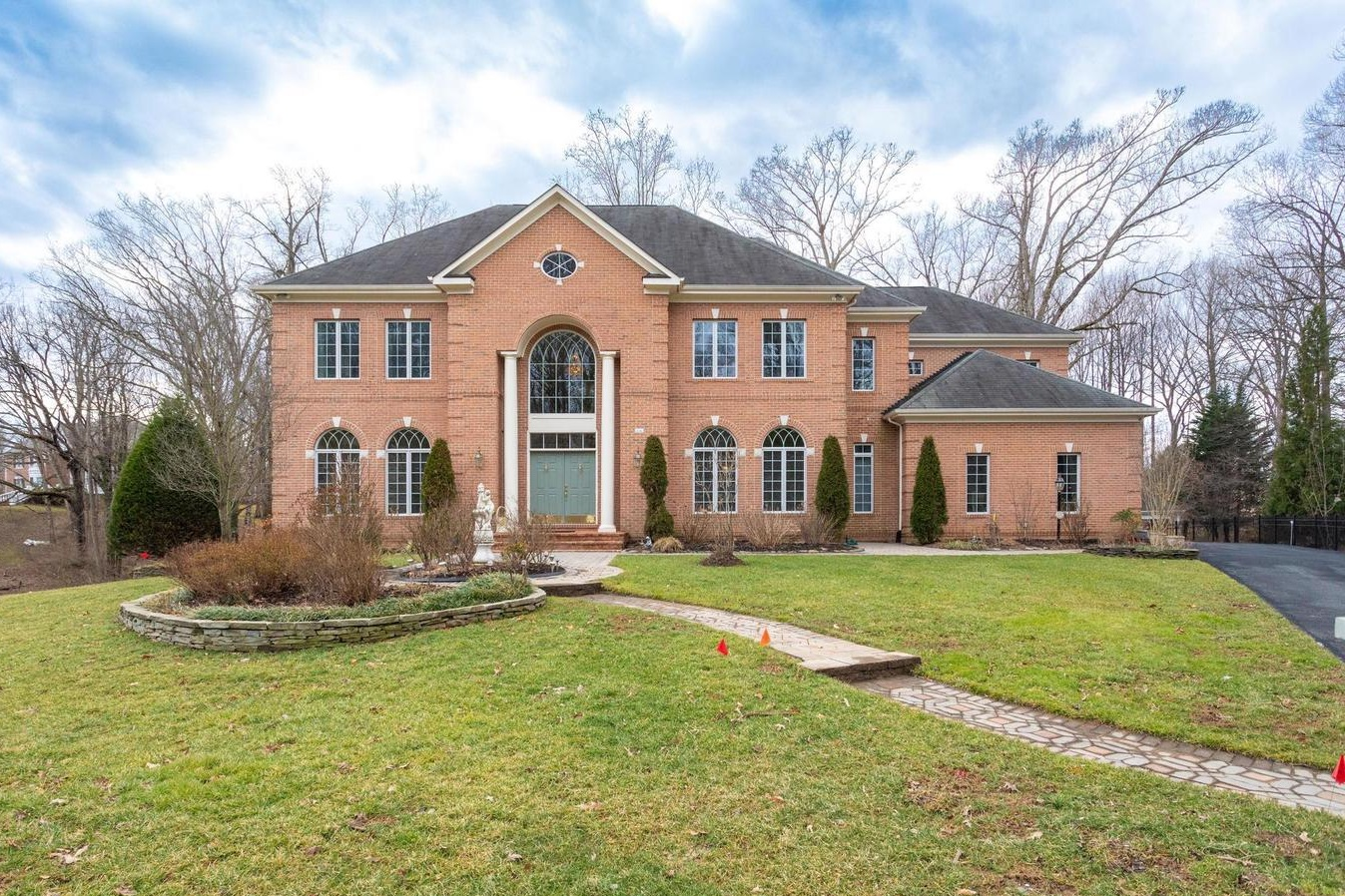 2642 Oak Valley Drive | Vienna, VA Sold for $1,647,000