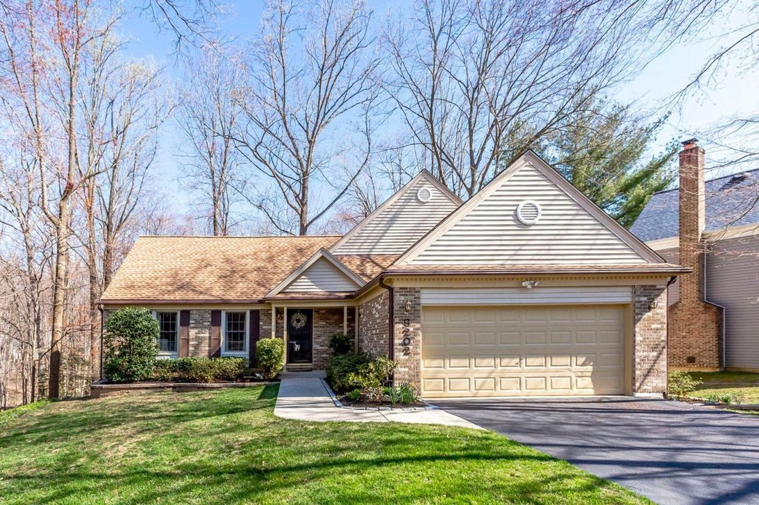 9202 Paloma Lane | Springfield, VA Sold for $650,000