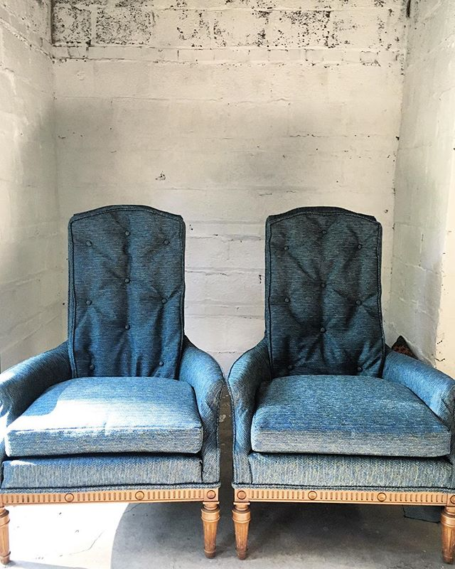 Off to their homes this morning☀️ Finished these twin talkback chairs ahead of the weekend and next week's short studio break. The studio will be closed for a brief break until September 6th. But registration for September upholstery workshops is still open. Thanks to all who have signed up so far ✨Link in my bio and via nicolecrowderupholstery.com. #vintagechairs #studiowork #upholstery