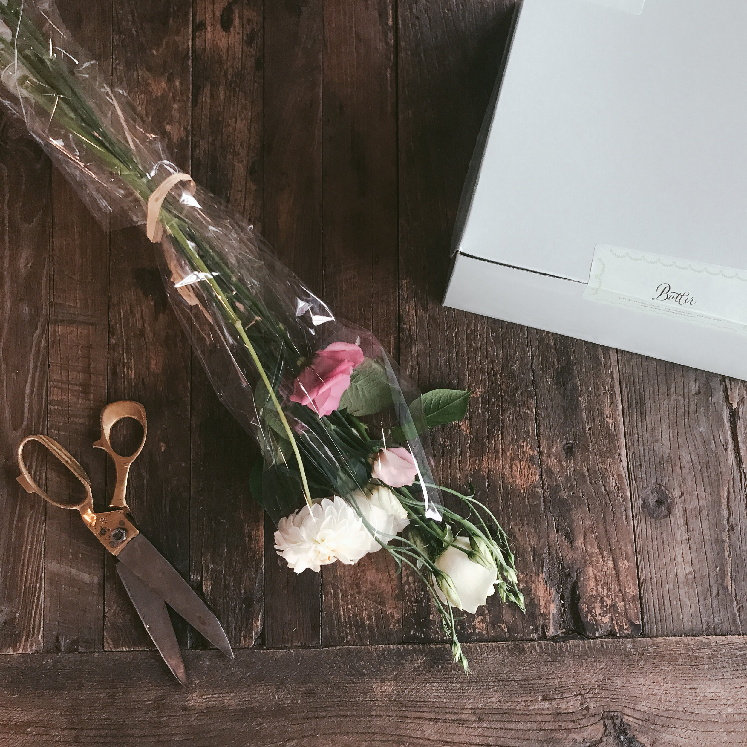 laurennicolefoot-2018-august-wedding-flowertopper-1-2.jpg