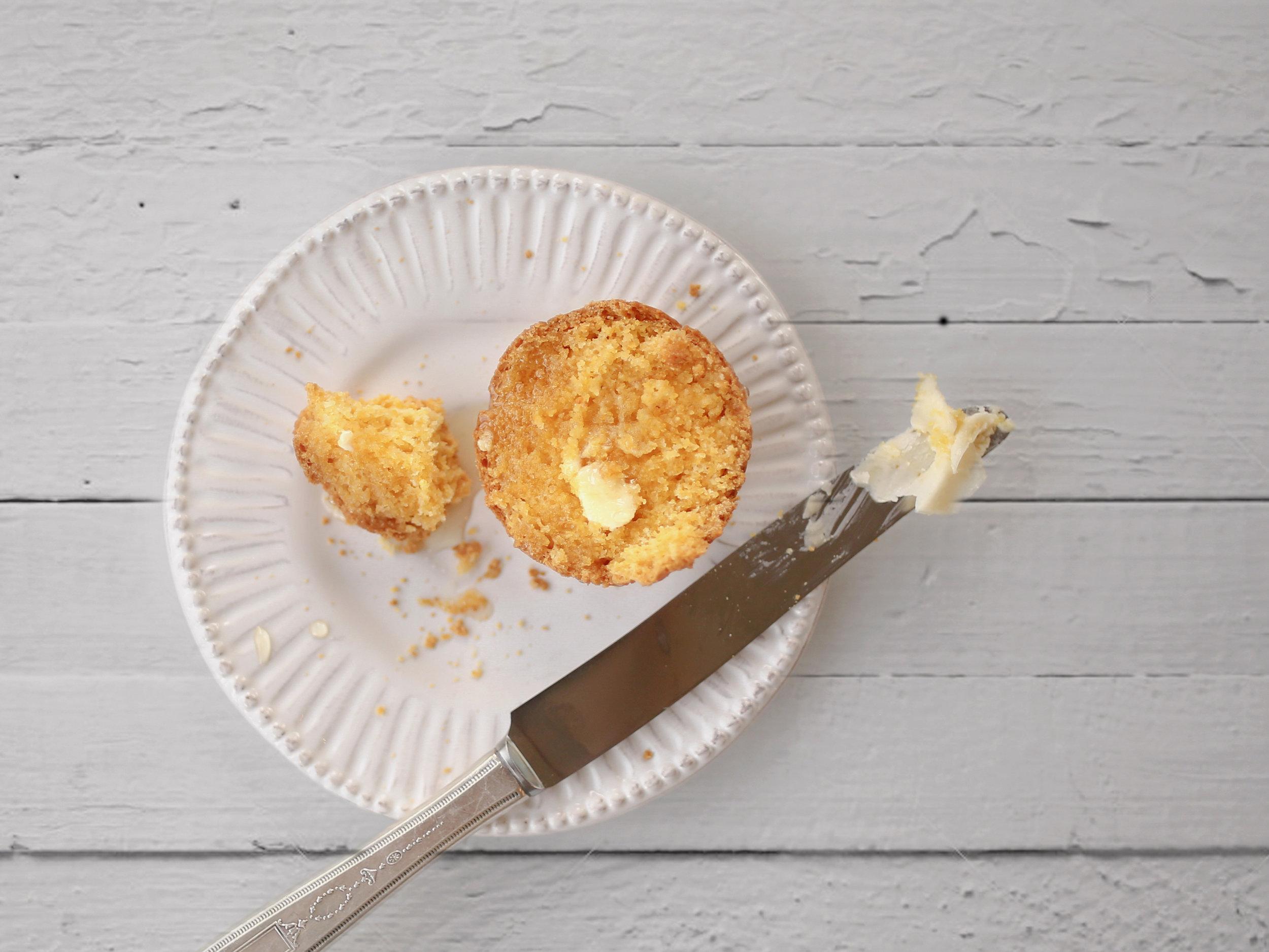 laurennicolefoot-2018-october-cornmealmuffins-15_2 copy.jpg