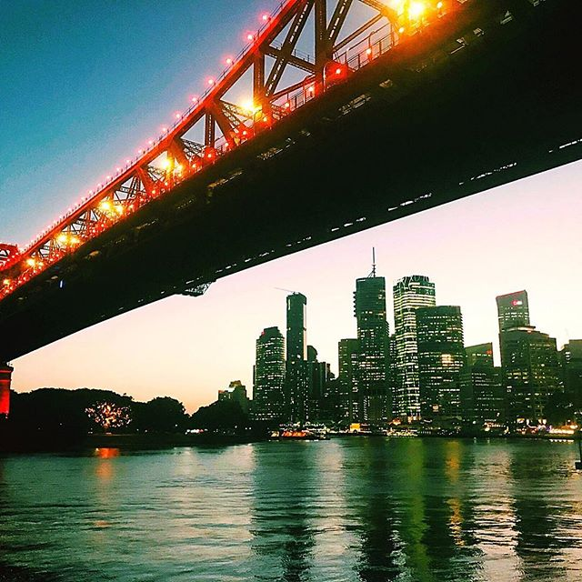 #brisbane at night: 1. twilight 2. heavy load 3. new moon rising 🤔  looking very Golden Gate tonight! All the pretty colours ✨🥂#storybridge #writerslife #loveyoubrisbane #howardsmithwharves open @Howard smith wharves #bridges #cityscape #river #moonlight #authorsofinstagram #author #seenonthestreet #downtheroad #local #inspiration #lights #reflection #underneath #artiseverywhere