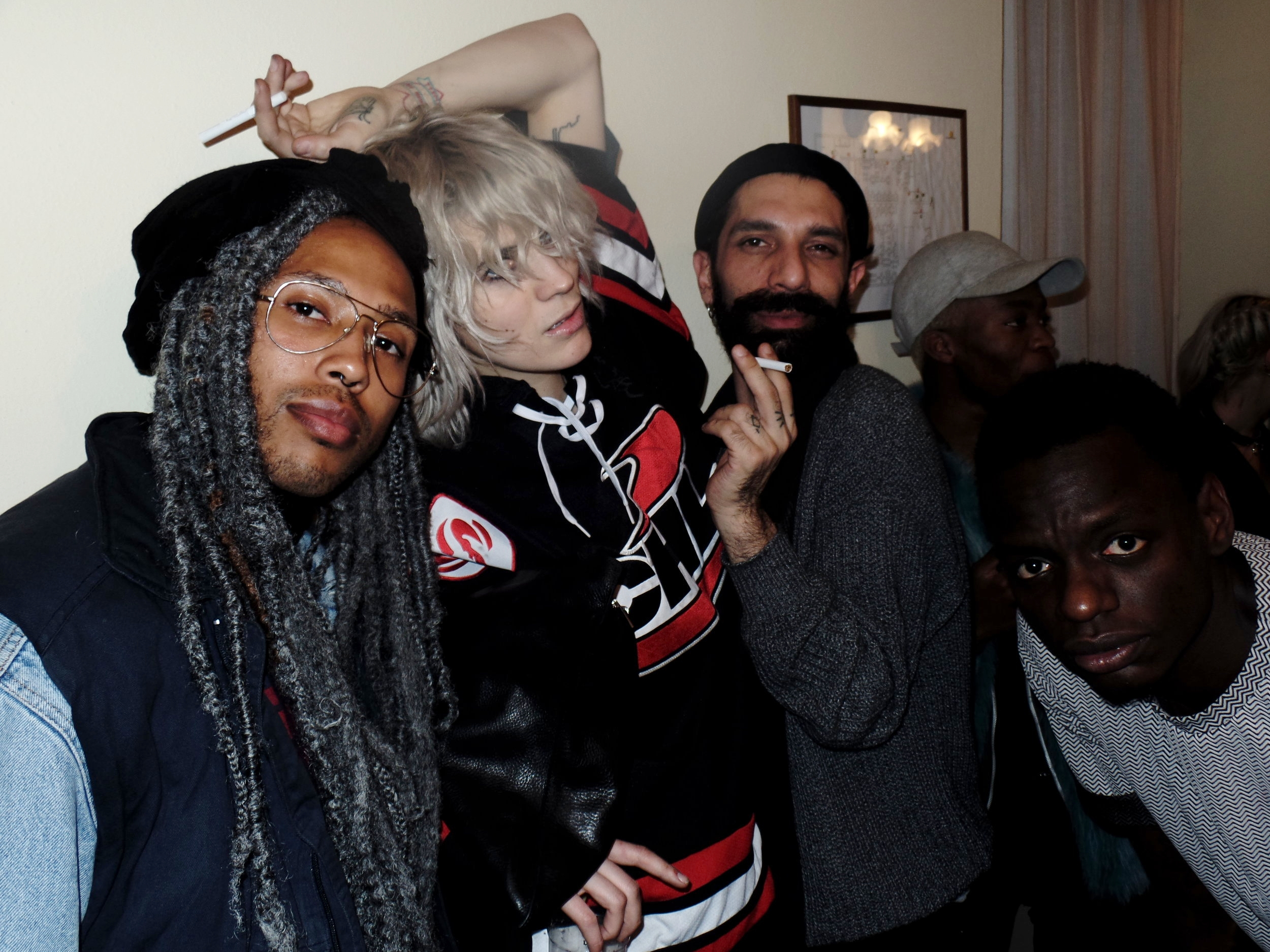THE MILAN PARTY SCENE IS ON A WHOLE DIFFERENT LEVEL. DOPE FASHION, GRUNGY AF.
