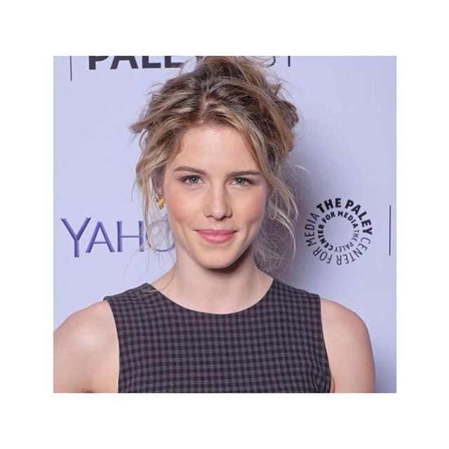 #UpstylebyMitchell . . I love having range but I also know the historic importance of specializing and having an aesthetic that people can recognize as your work. . . #Mitchellcantrellhair for actress @emilybett For @paleycenter @yahoostylebeauty #redcarpethair #calihaircollection #losangeles #lahair