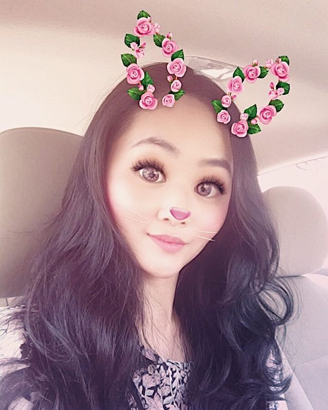 Who else is abusing this filter? 🙋🏻Also I'm really happy that my hair is wavy like this everyday and I use zero tool other than my finger. For those of you who questioned, I got the setting perm from Park Jun salon. Lisa did my hair. I got it done 2 months ago and my hair is still wavy. When I wash it, it gets very curly. So I style it according to my mood each day.