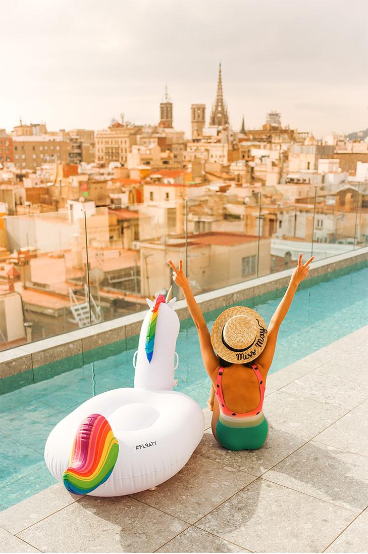 Happy days with my unicorn at Yurbban's rooftop pool. Photo credit : Leon Korobacz of @hungrysydneysiders.