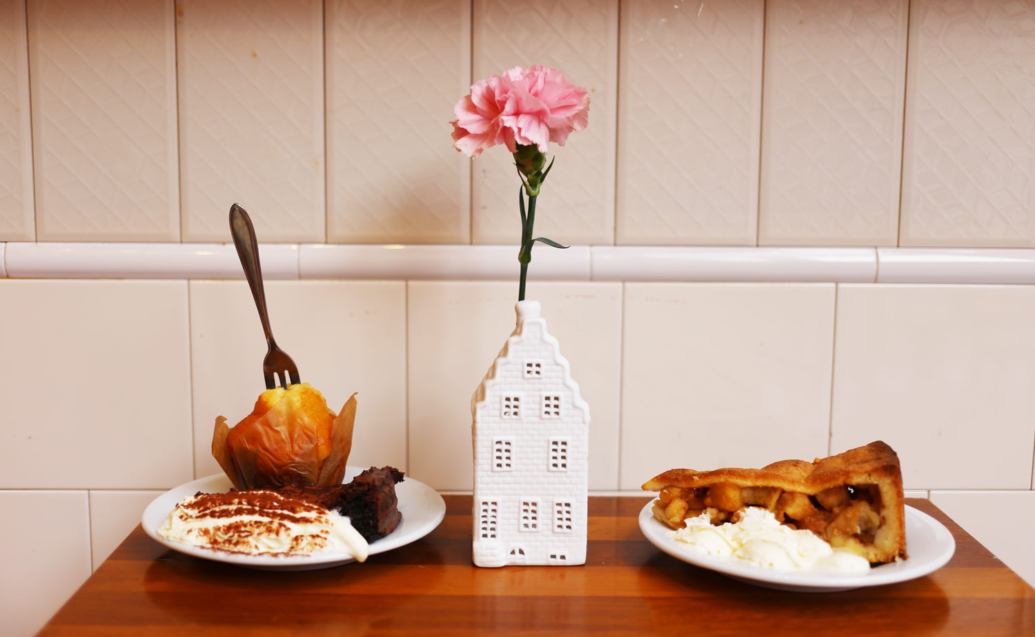 CAFE-STOCK_Chocolate-Cake-and-Apple-Pie_Hotel-The-Exchange_Hello-Miss-May-Food-Guide.jpg