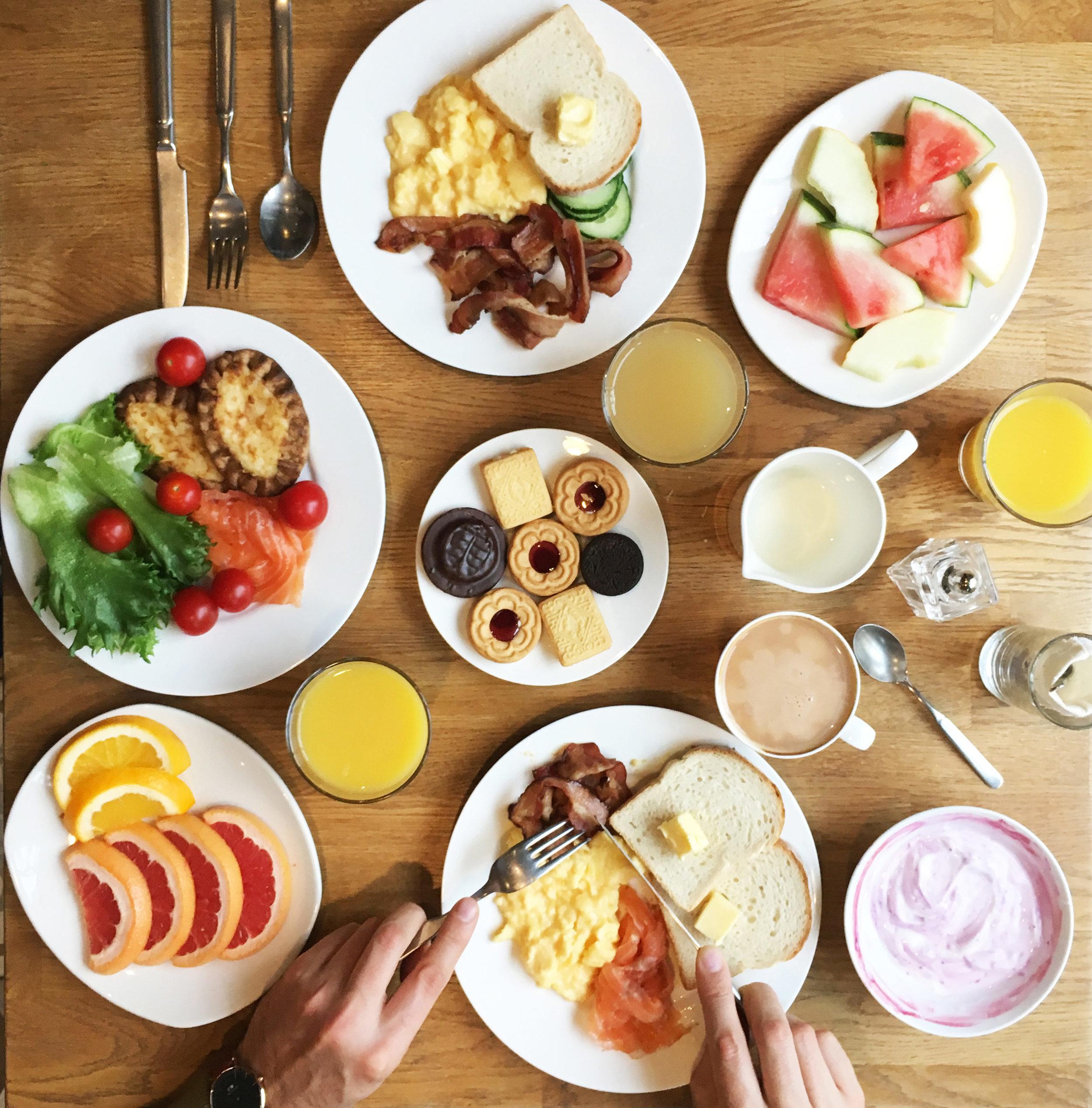 Lilla-Roberts-Breakfast-Flatlay-Hotel_Visit-Finland_Breakfast-Goals-at-Lilla-Roberts_Hello-Miss-May.jpg