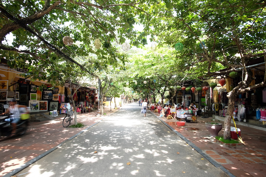 Nguyen Thi Minh Khai ( the other side of Old Town )