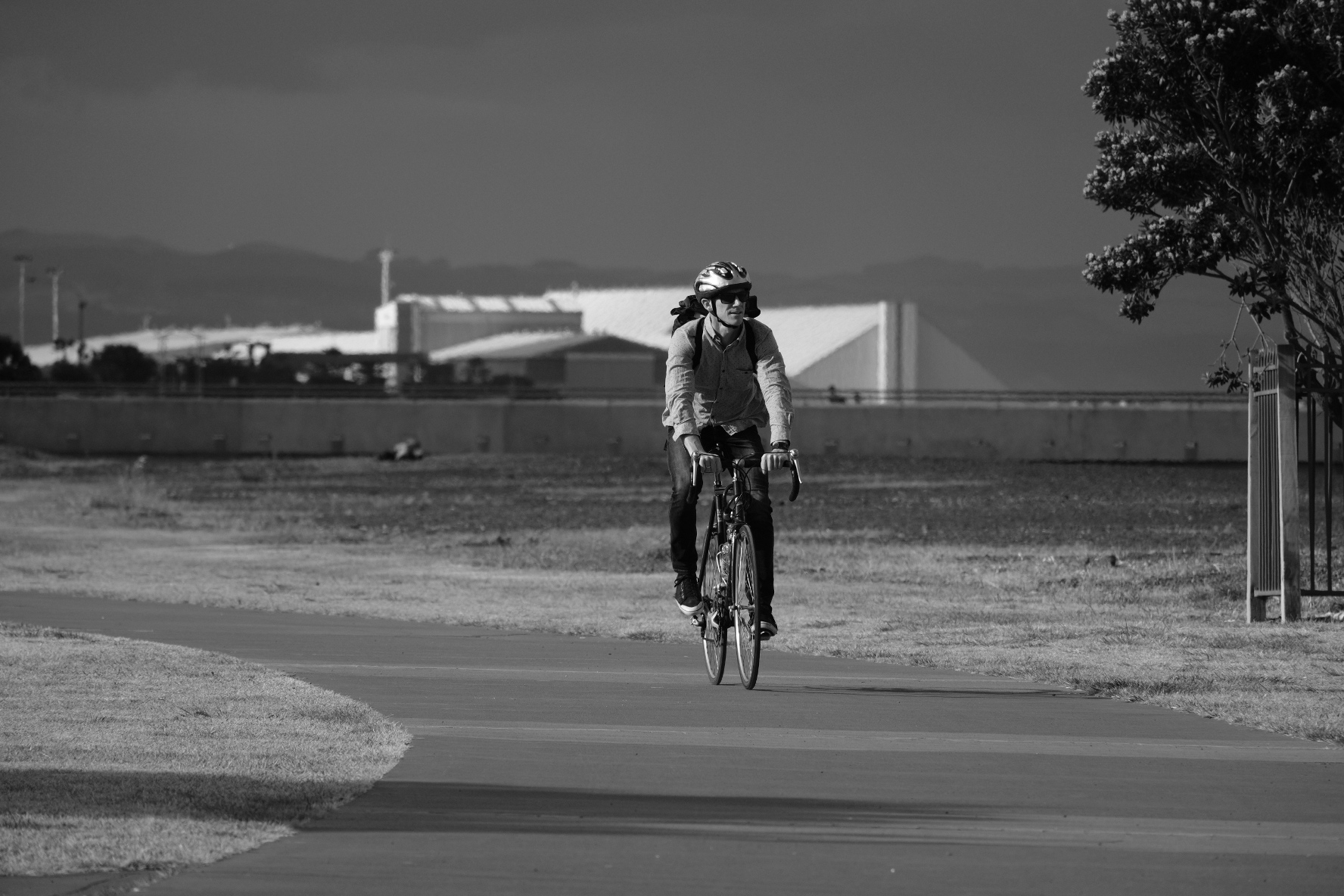 I was tracking the cyclist at 230mm at f6.7, and it nailed focus well