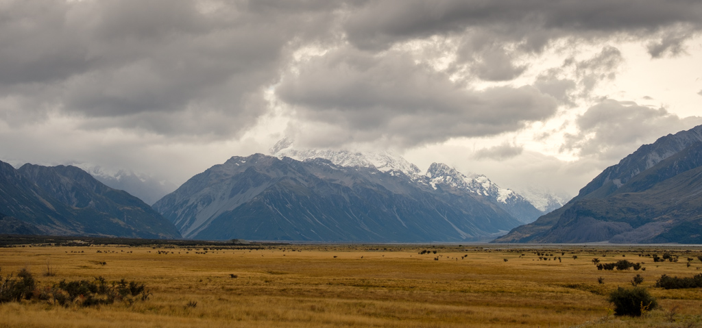 A gloomy approach to Mt Cook