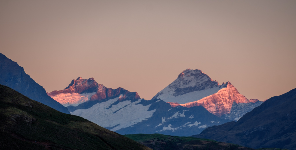 Mt Aspiring ( right ) and Rob Roy Peak at first light