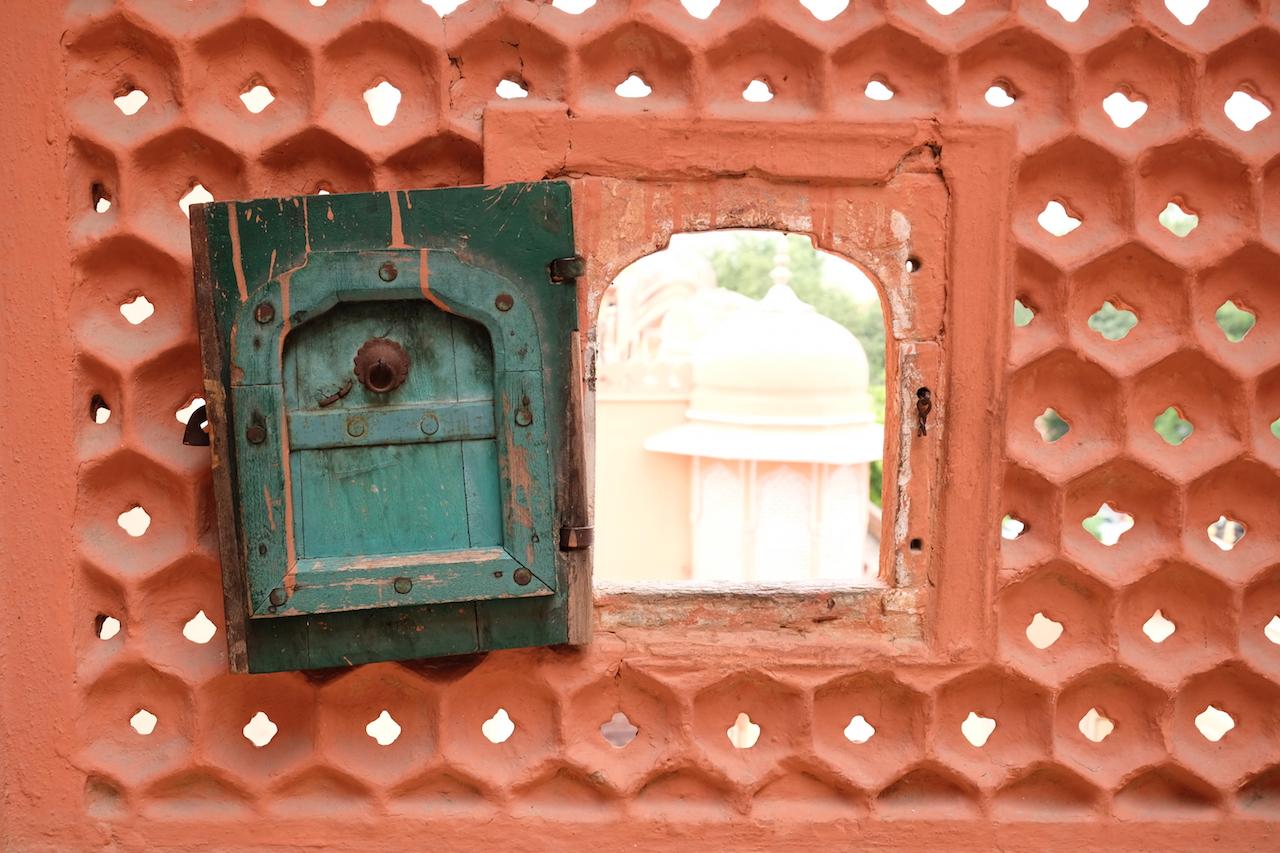 Peeking out, Hawa Mahal