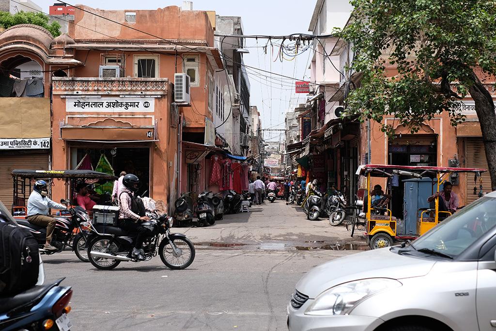 A cross block alley