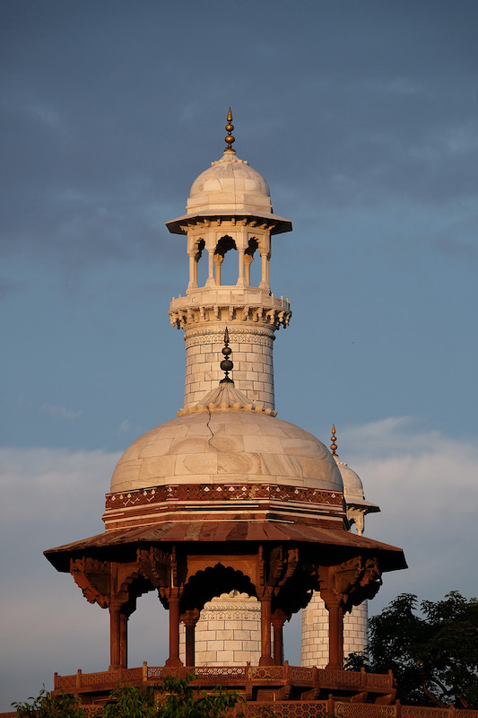 Dome and Minaret aligned, Taj Mahal