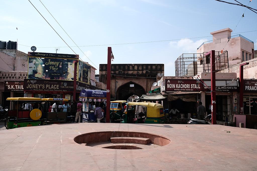 Taj Genj main square