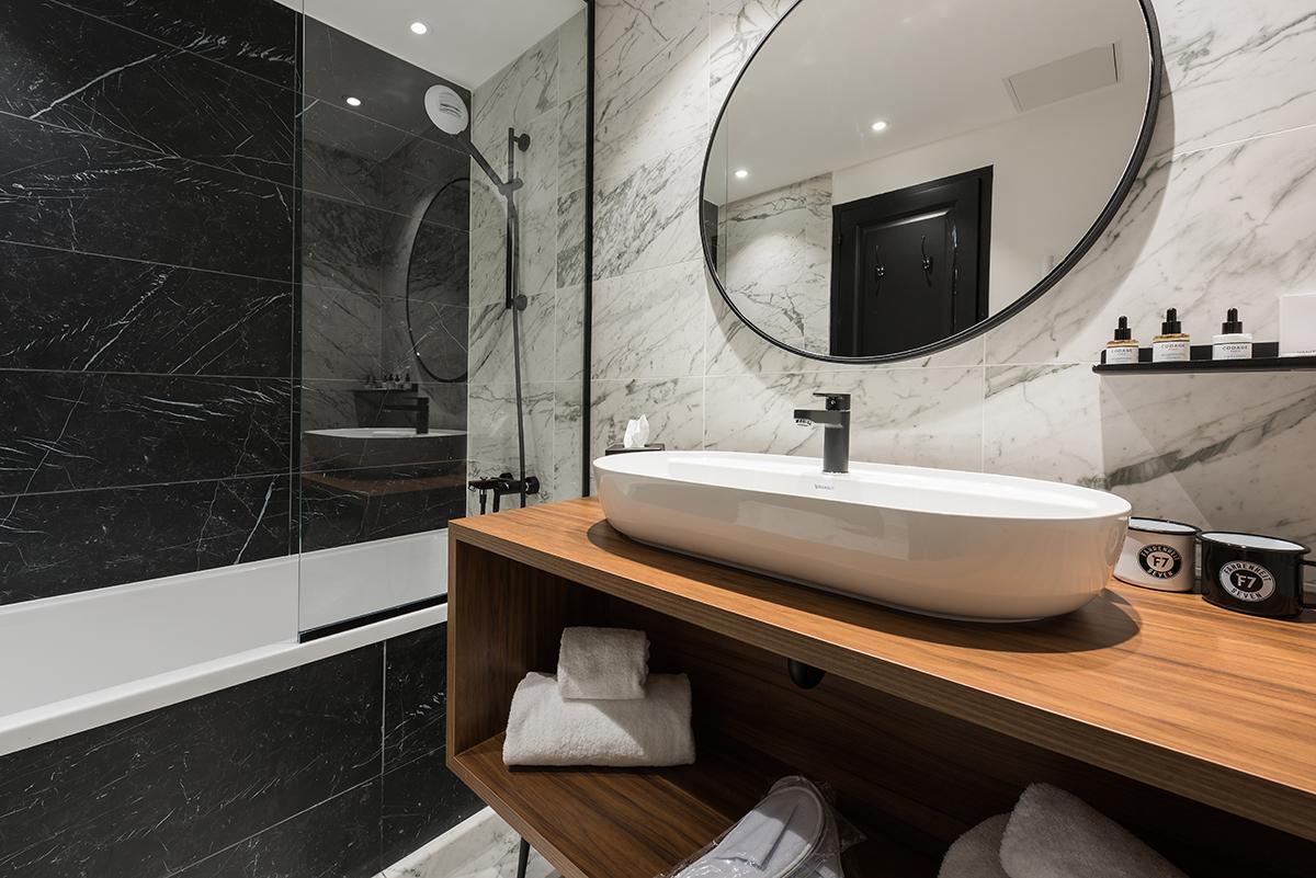CF7 I bathroom.jpg