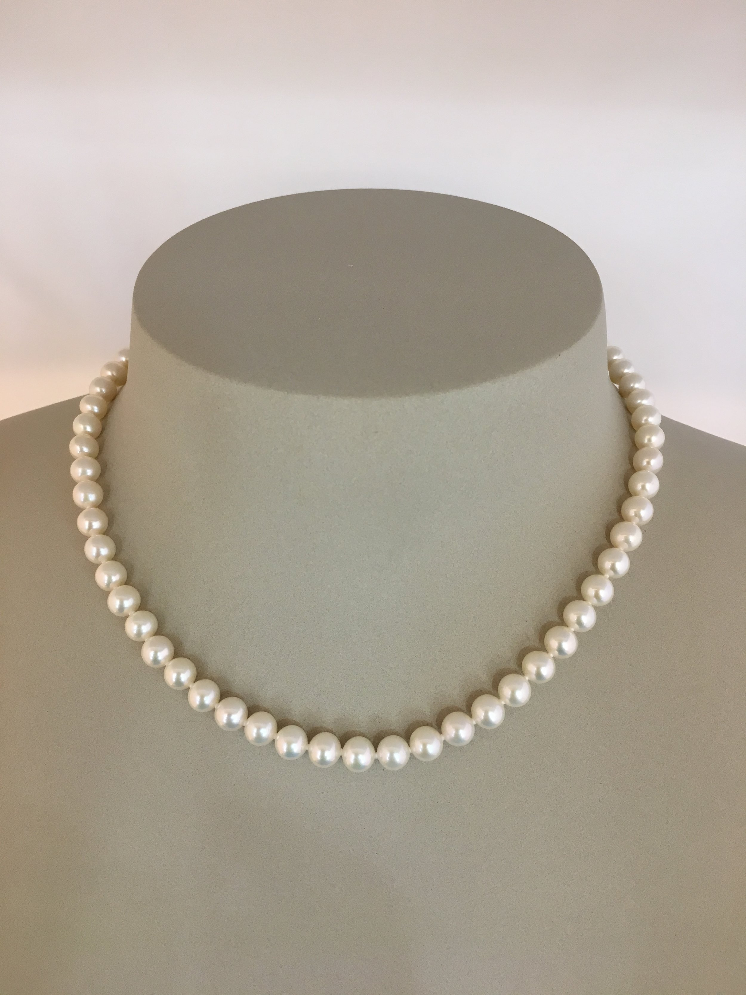 9ct White Golg Pearl Necklace