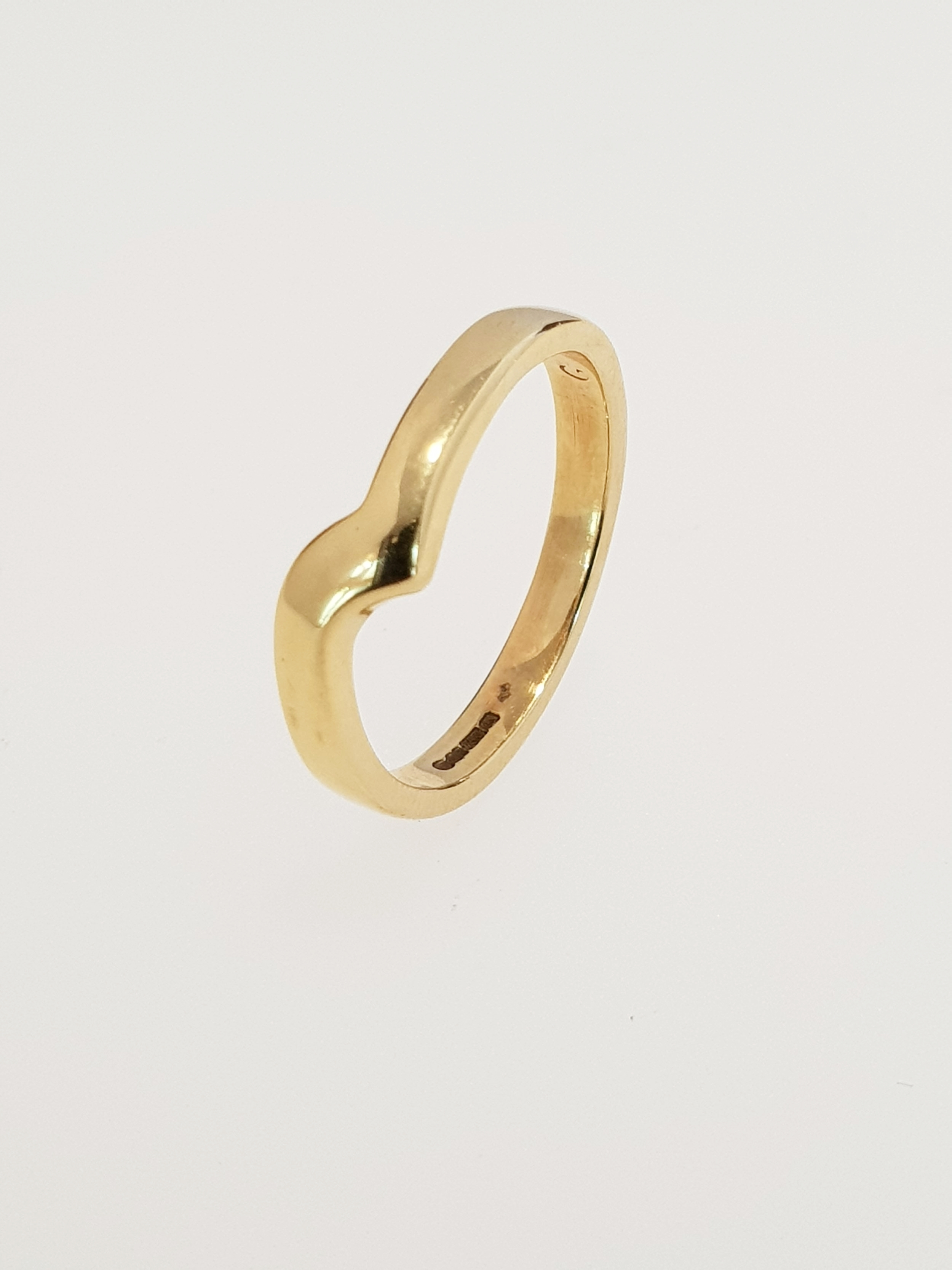 9ct Yellow Gold Wave Band