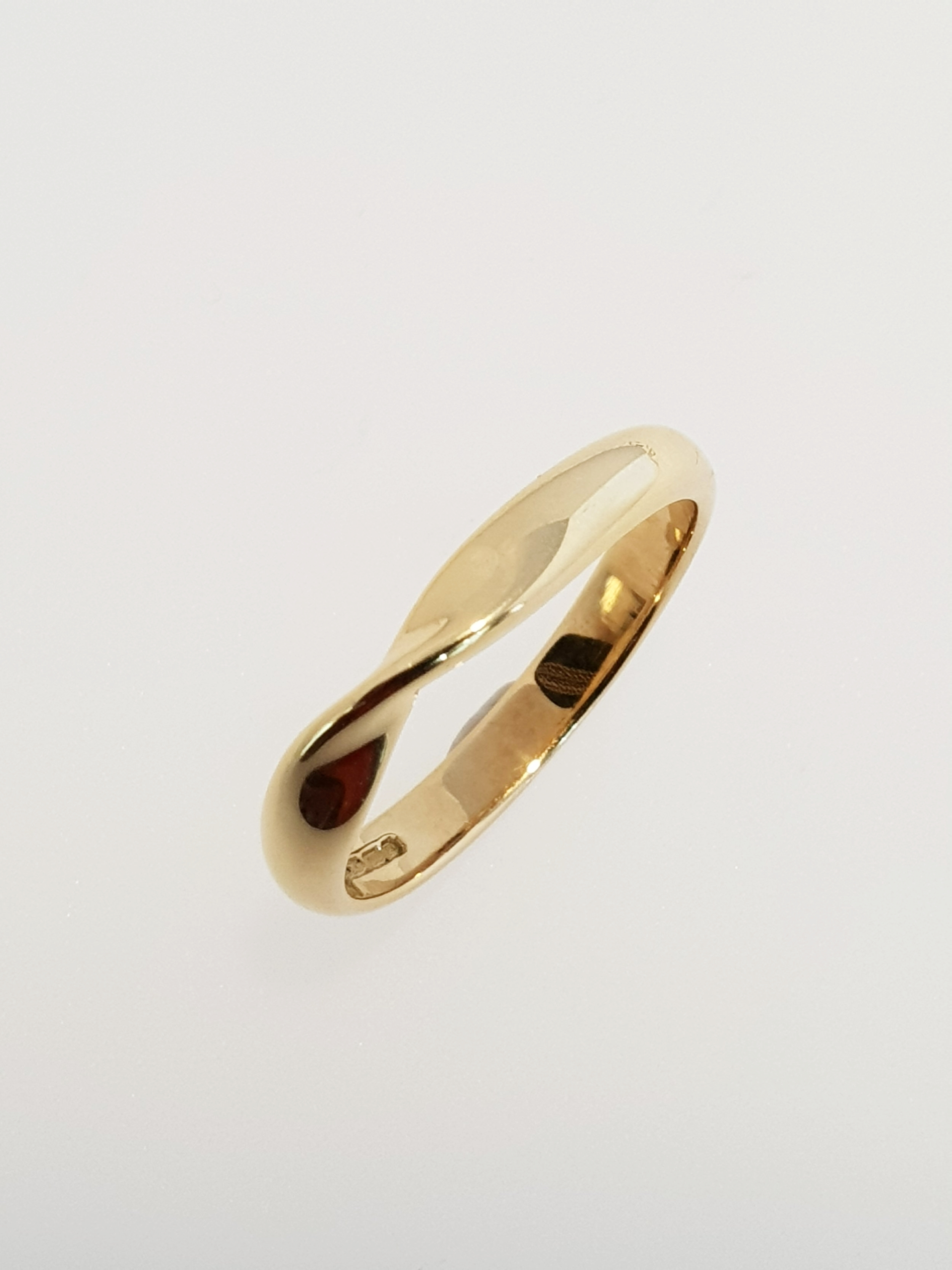 18ct Yellow Gold Twisted Band