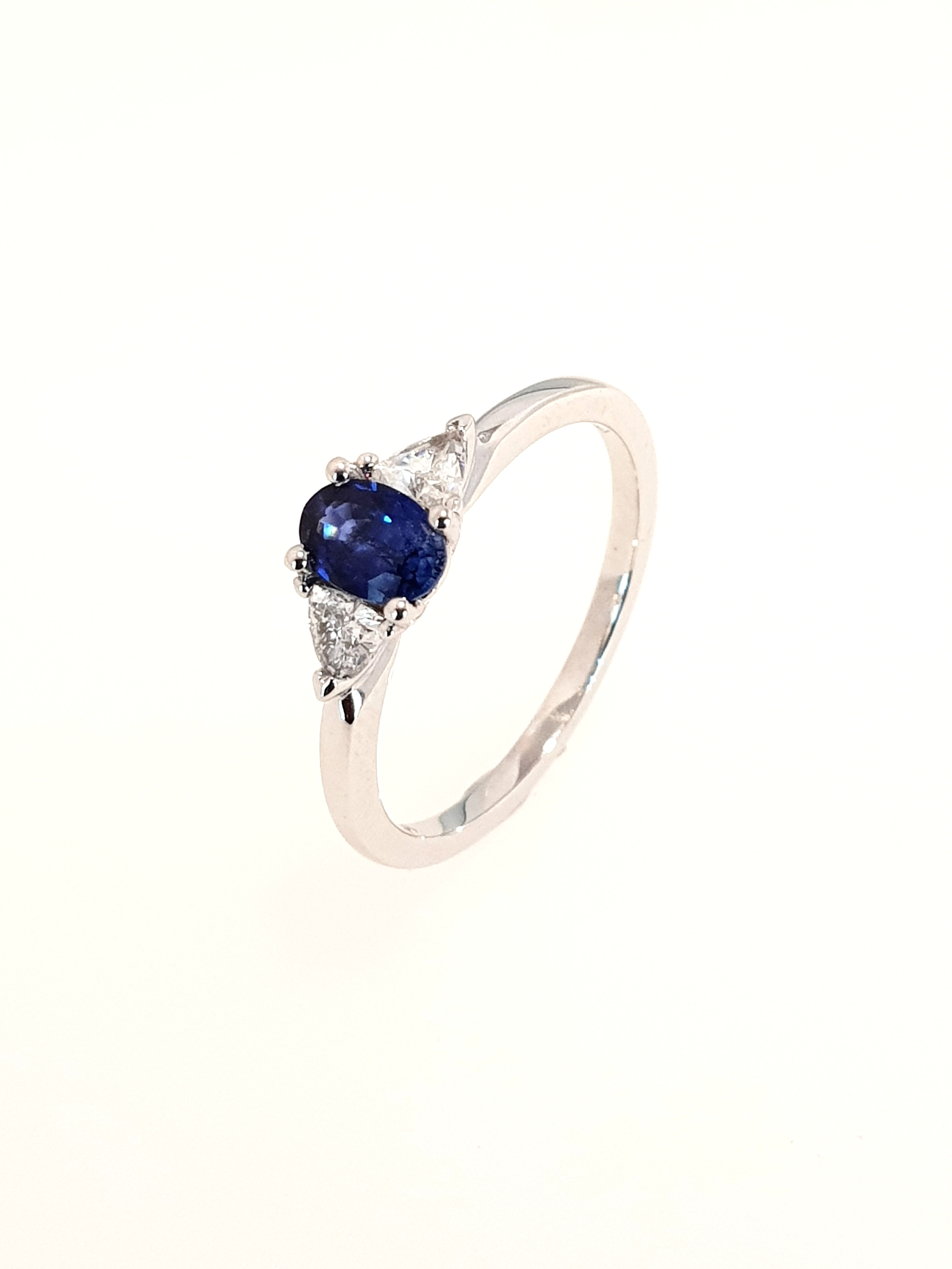 18ct White Gold Sapphire(.54ct) & Diamond Ring  Diamond: .28ct, G, Si1  Stock Code: N8946  £1950