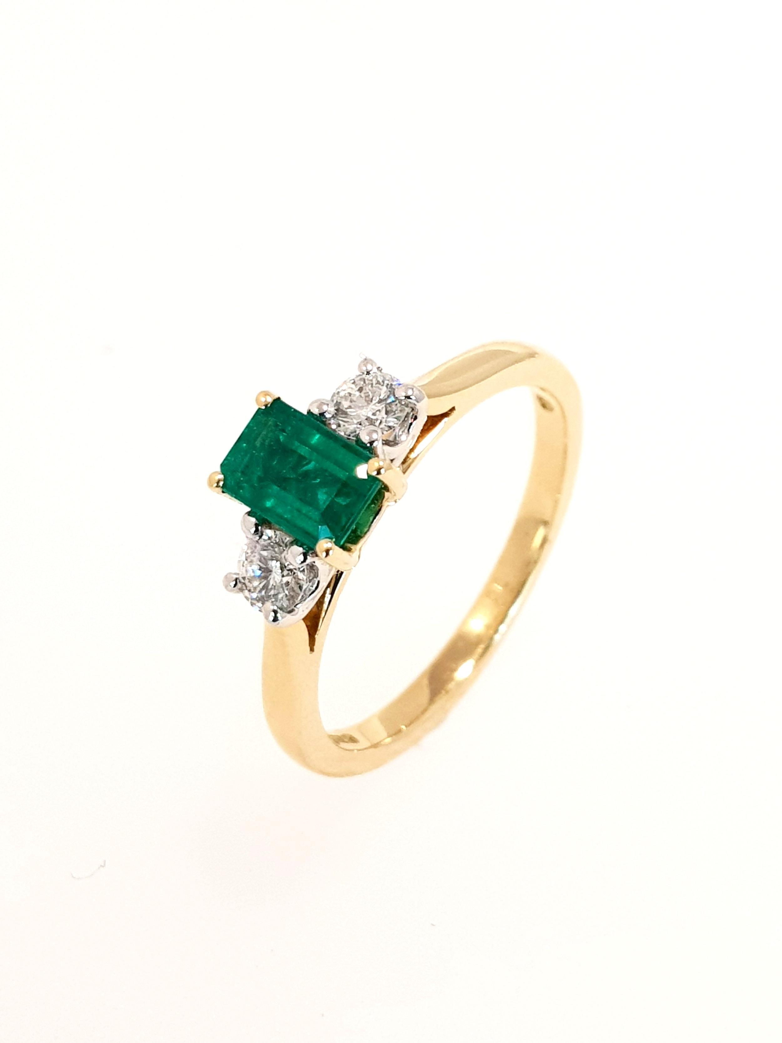 18ct Yellow Gold Emerald(.53ct) & Diamond Ring  Diamond: .23ct, G, Si1  Stock Code: N8986  £2800