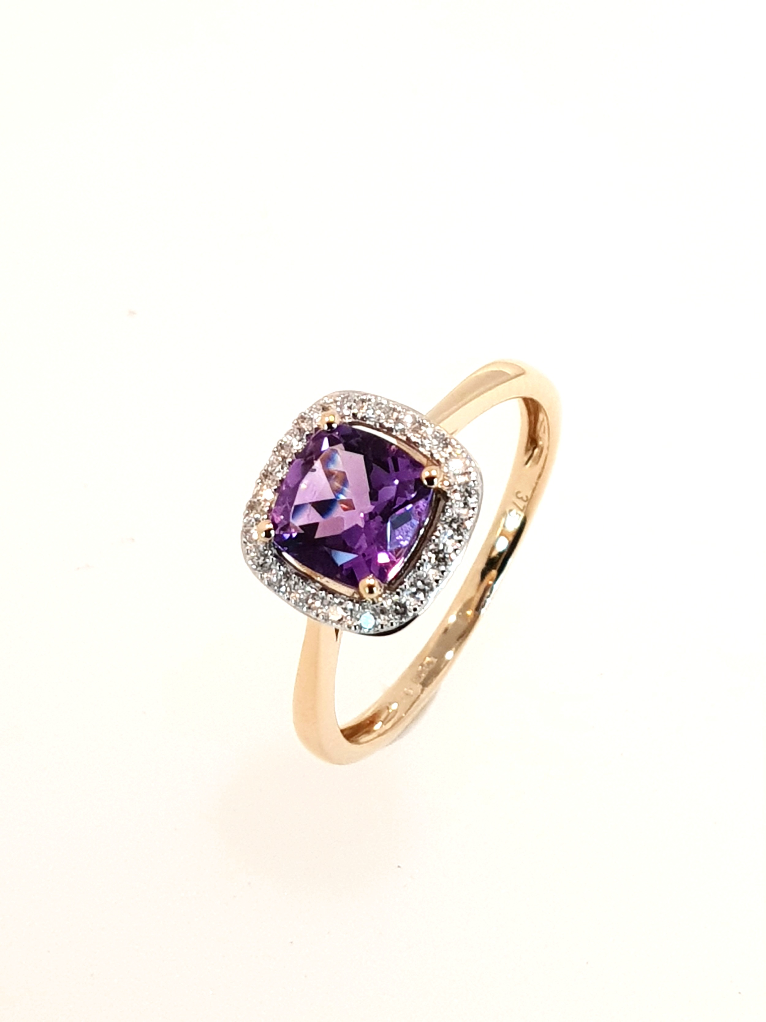 9ct Yellow Gold Amethyst(.95ct) & Diamond(.12ct) Ring  Stock Code: G1968  £630