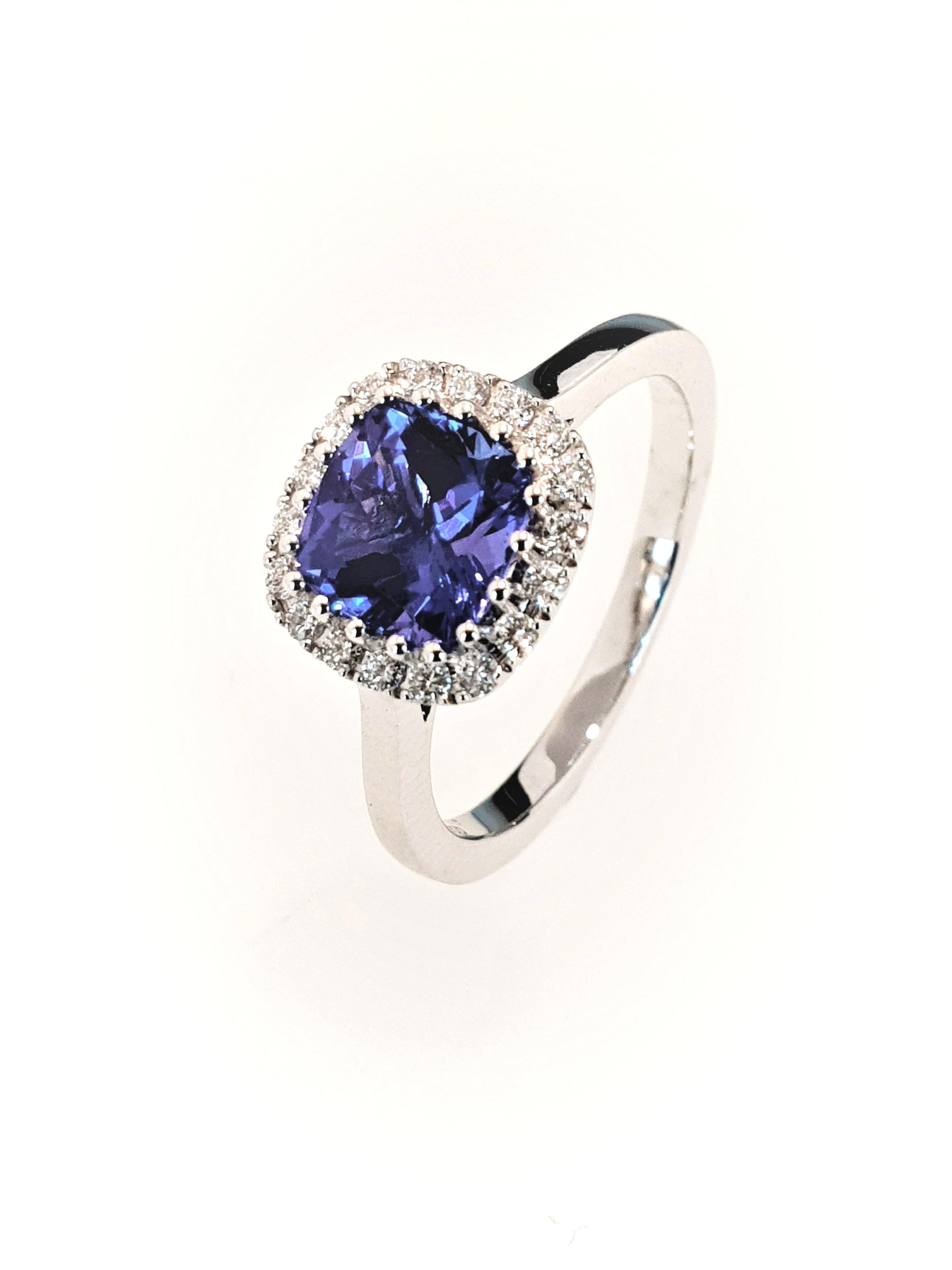 18ct White Gold Tanzinite(1.40ct) & Diamond Ring  Diamond: .19ct, G, Si1  Stock Code: N8949  £2600