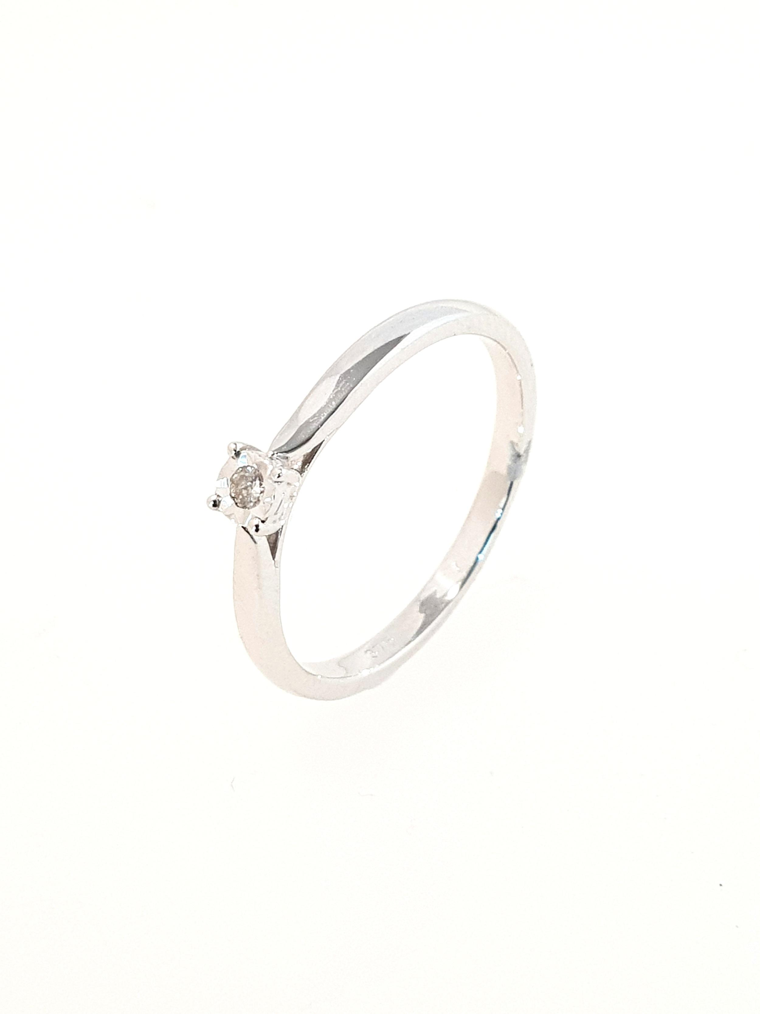 9ct White Gold Diamond Ring  .04ct  Stock Code: G1958  £300