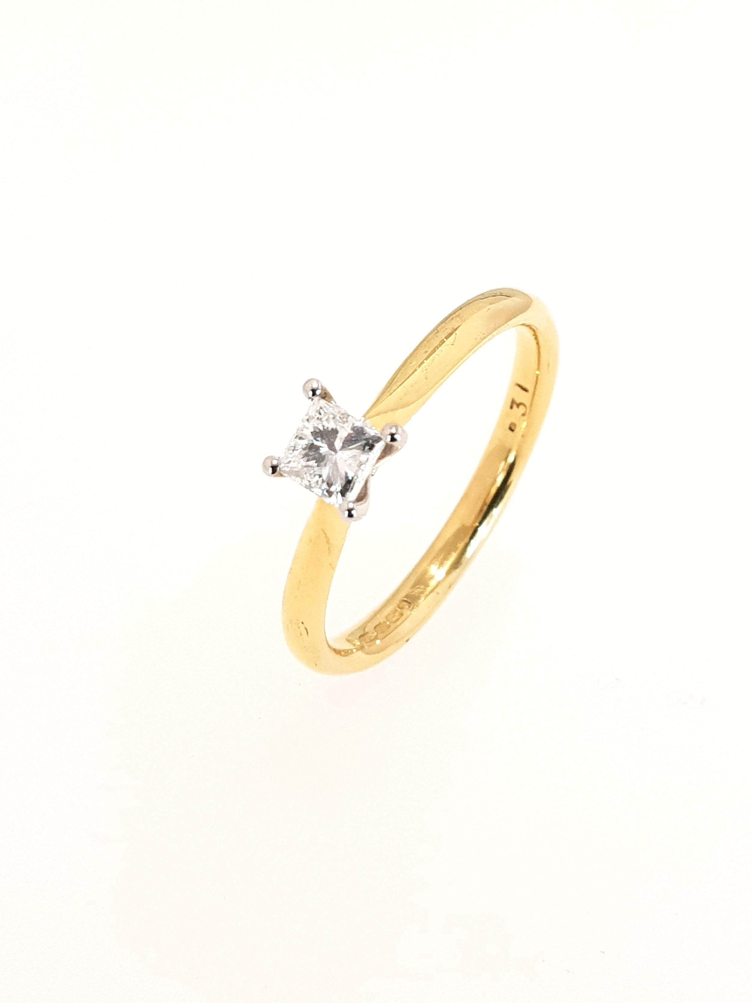 18ct Yellow Gold Diamond Ring, Princess Cut  .30ct, G, Si1  Stock Code: N8326  £1150